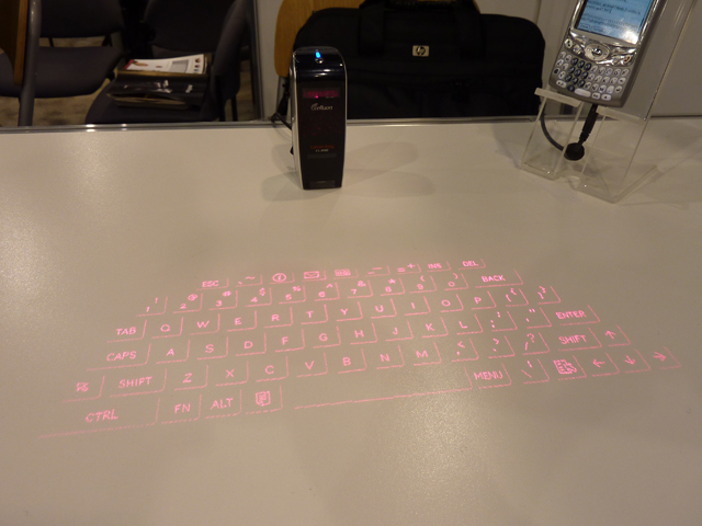CES: evoMouse Projected Keyboard, Mouse