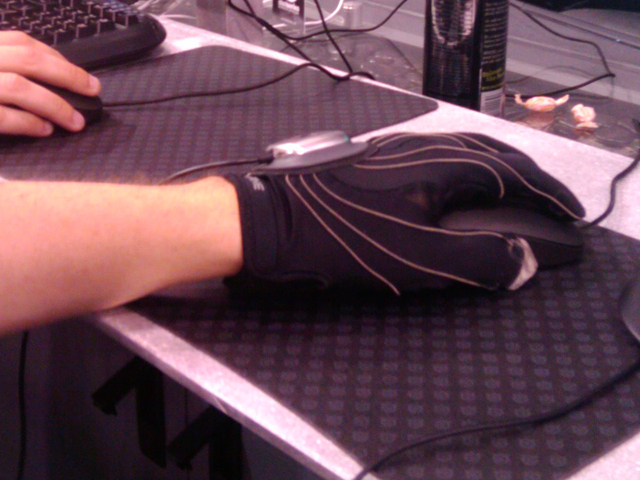 Peregrine Gaming Glove Demoed By Pro Gamers At CES 2010