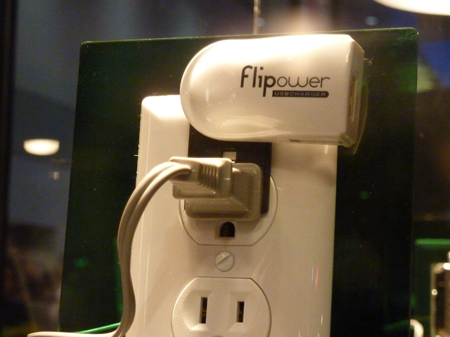 Plugless USB Charger Takes Honors At CES 2010