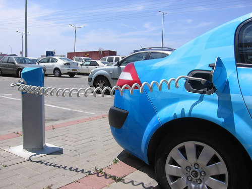 Electric Cars To Sell Unused Energy Back Into Grid?